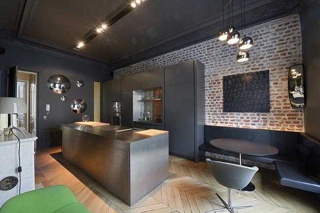 haussmann setting near parc monceau. Black Bedroom Furniture Sets. Home Design Ideas