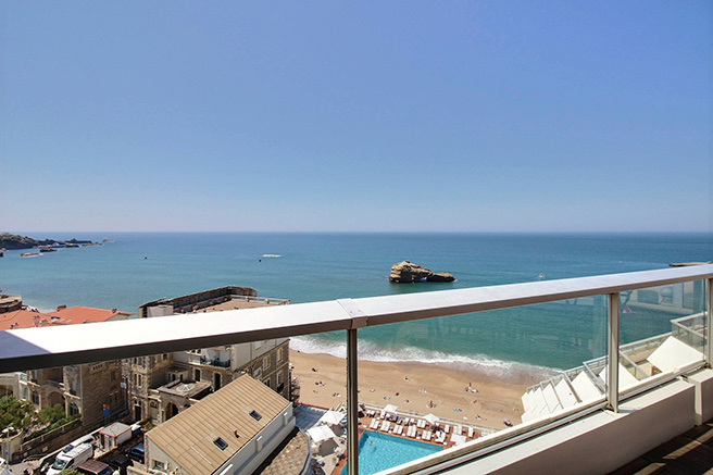 APARTMENTS WITH SEA VIEW IN BIARRITZ