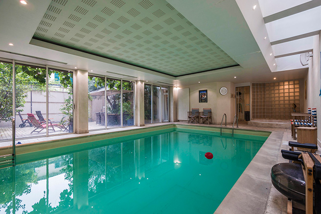 The elite charm of an indoor pool in Paris