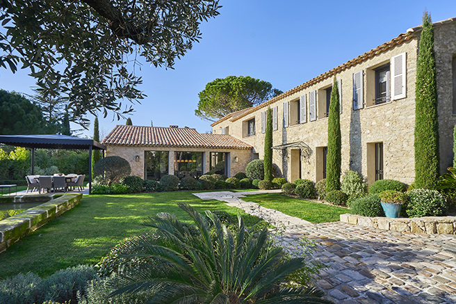 Mougins, an up-market garden-town