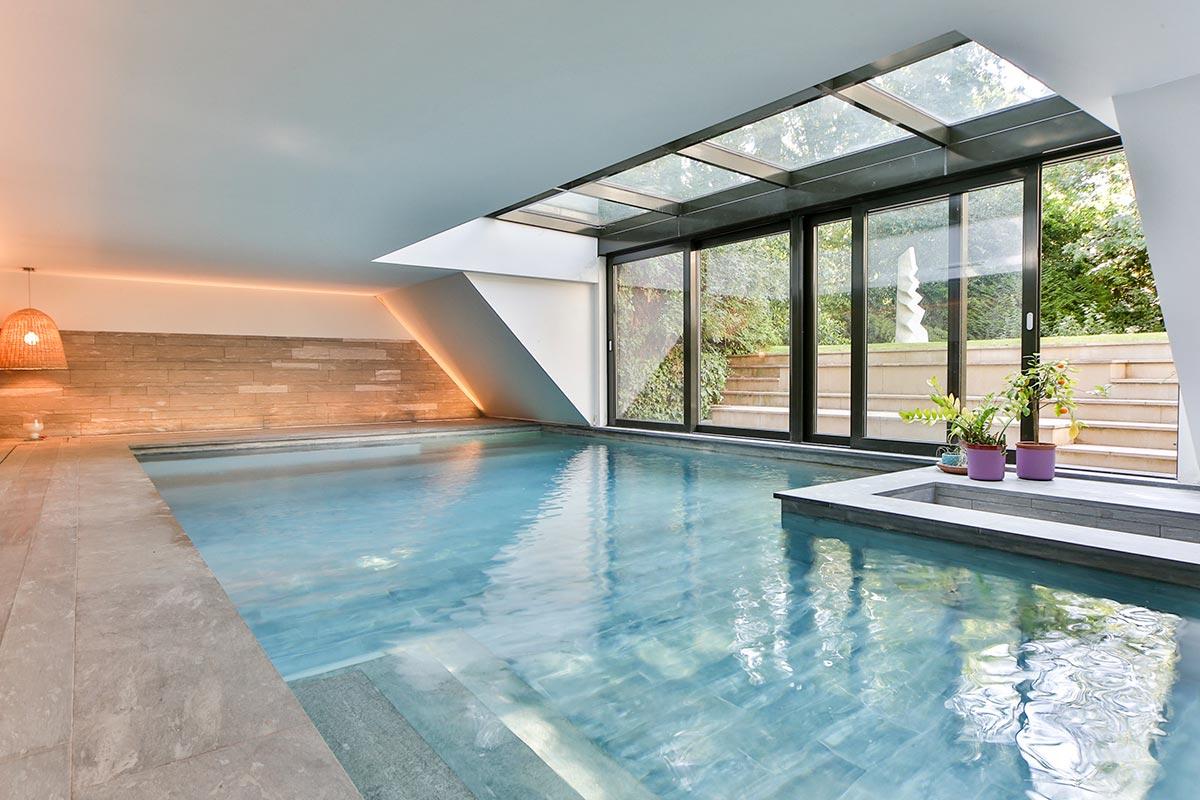 Le luxe d'une  piscine intérieure