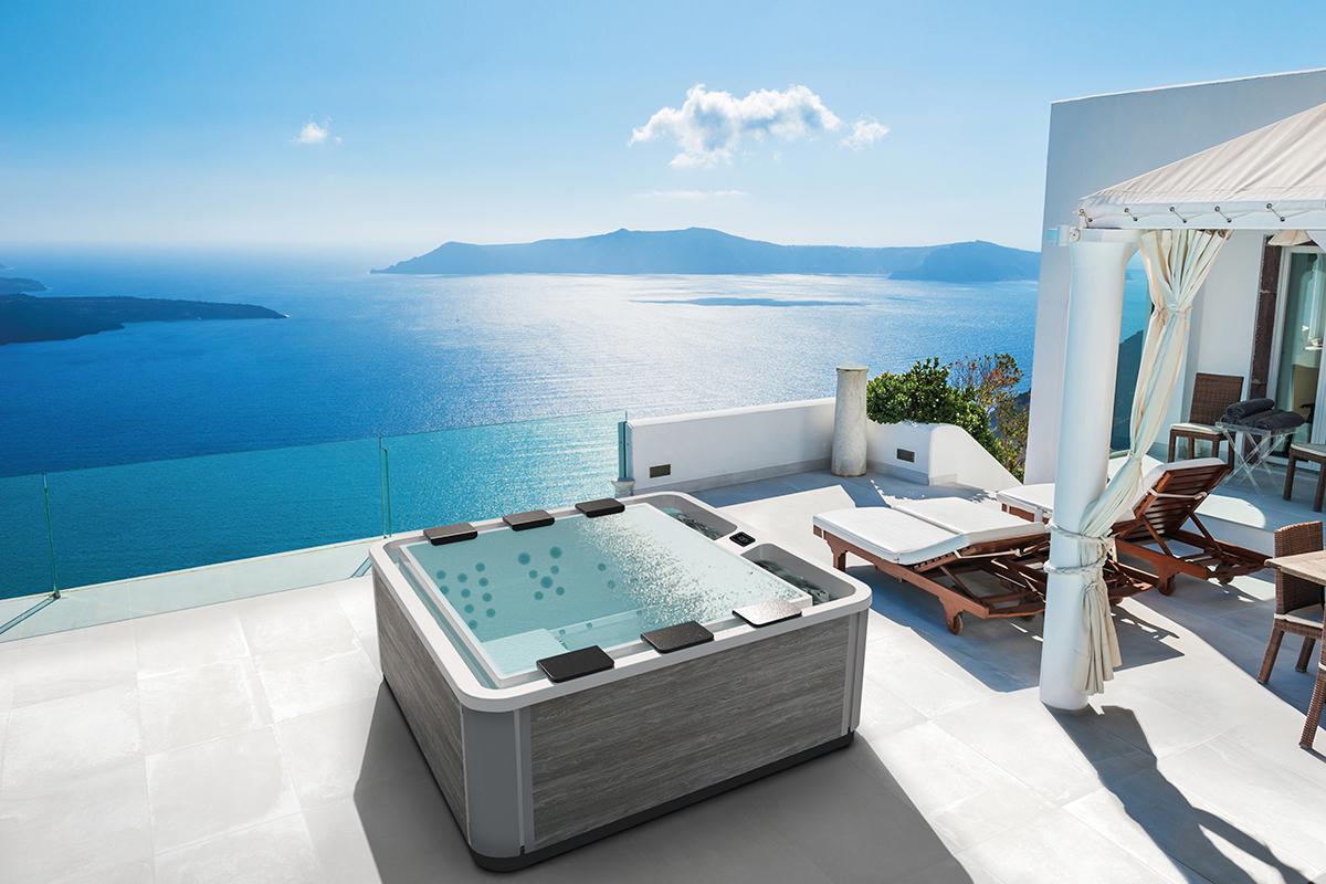 Un spa à débordement signé Kinedo