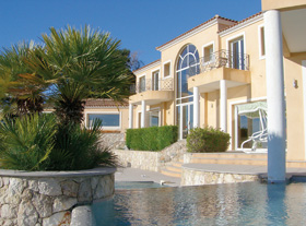 Gated estates in the Alpes-Maritimes