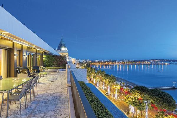 Cannes Croisette, vue sur le Palais des Festivals