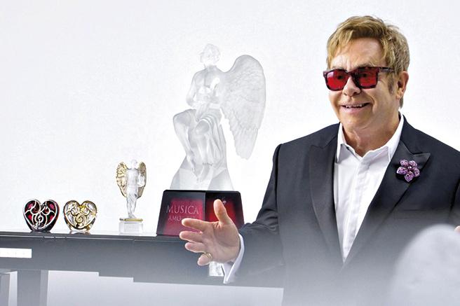 Sir Elton John offre son cœur