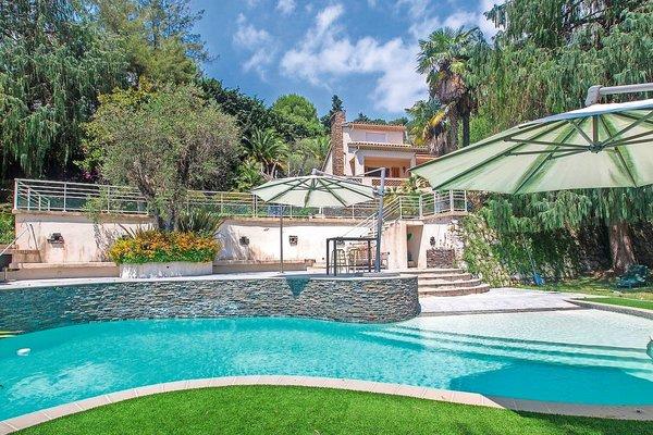 maison luxe et prestige vendre nice 1108844. Black Bedroom Furniture Sets. Home Design Ideas
